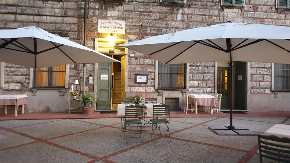 Restaurants where you can eat outdoors in Monferrato